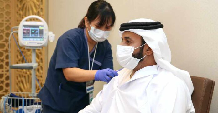БАӘ-де COVID-19 қарсы ең көп вакцина егілді – Bloomberg